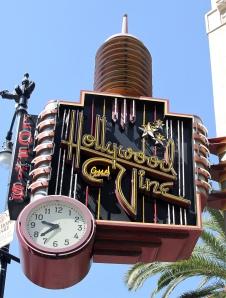 Hollywood_and_Vine_Sign,_Hollywood,_LA,_CA,_jjron_21.03.2012